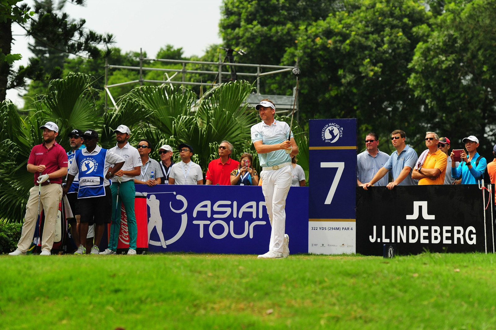 POULTER POWERS INTO JOINT FIRST ROUND LEAD AT THE VENETIAN MACAO OPEN