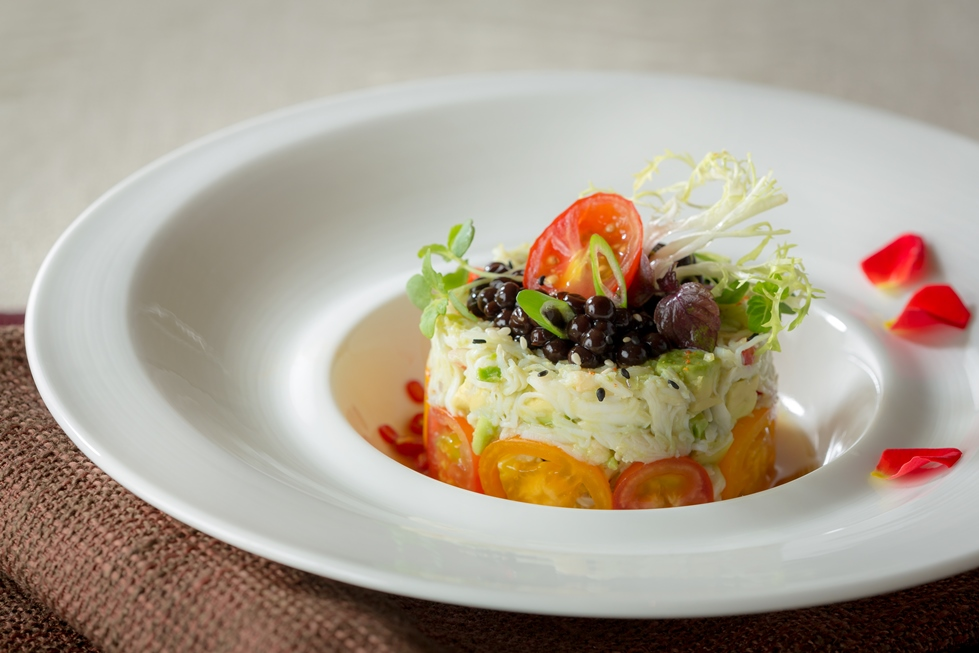 La Chine –  Sea crab tartar with avocado salad and traditional garlic vinegar dressing