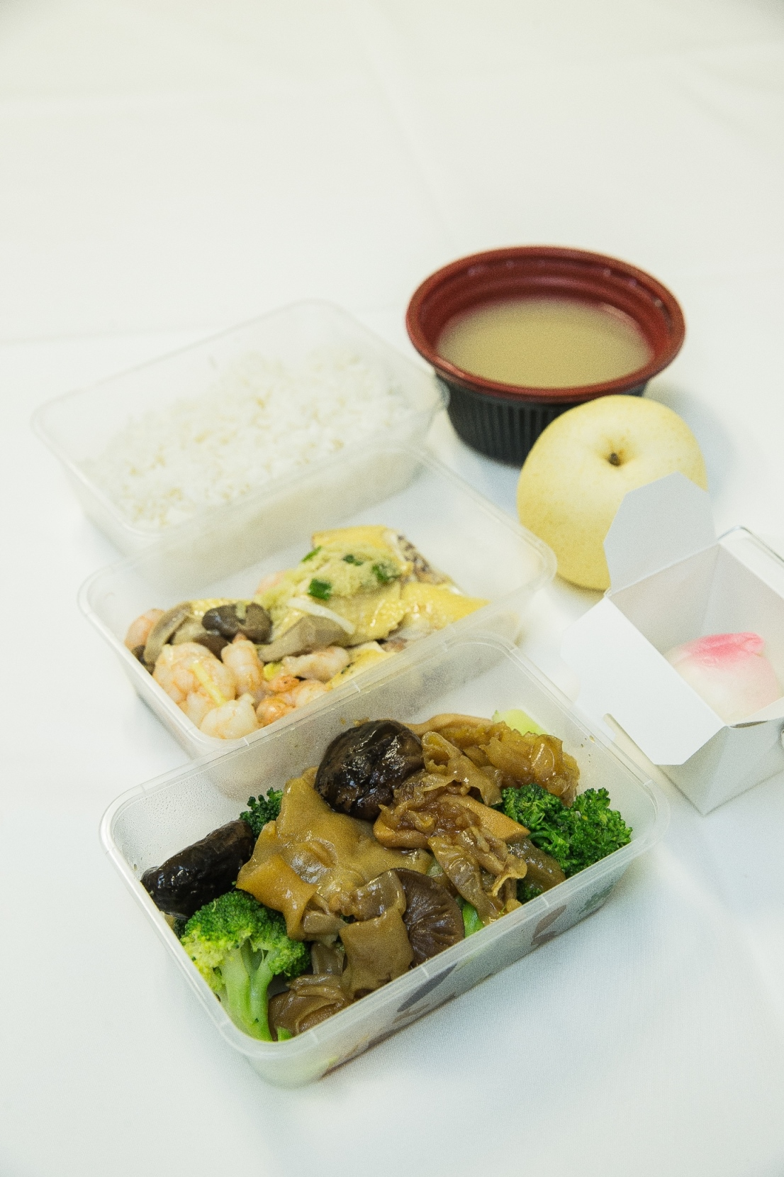 Sands Macao Celebrates 13th Anniversary with Free Boxed Lunches for Macao Taxi Drivers